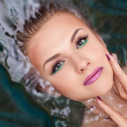 Foto-Make-Up für ein perfekt abgedecktes und sauberes Hautbild.